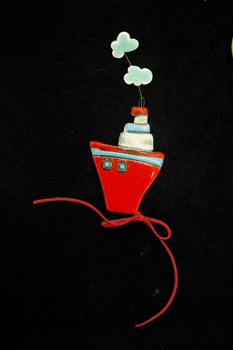 Κόκκινο Καράβι με Σύννεφα